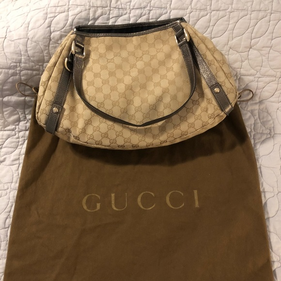 24dcb854a250 Gucci Handbags - 100% authentic Gucci fabric logo shoulder bag